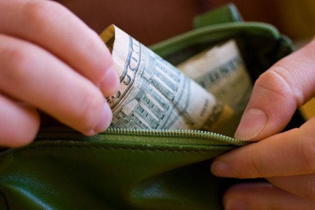 The Pros and Cons of Paying With Cash